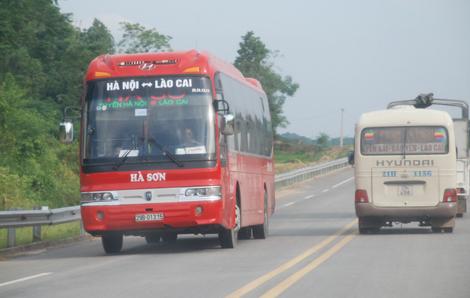 xe mang BKS 29B-064.41 của Công ty CP Vận tải du lịch Hà Sơn đã bị thu hồi phù hiệu tuyến xe cố định trong vòng 1 tháng