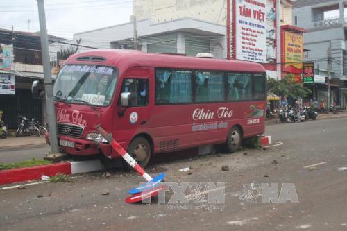 Hiện trường vụ tai nạn giao thông giữa xe khách và xe máy ở Bình Phước
