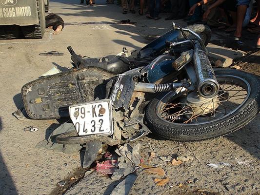 Cơ quan chức năng đang điều tra nguyên nhân vụ tai nạn giao thông nghiêm trọng khiến 2 người tử vong ở Khánh Hòa