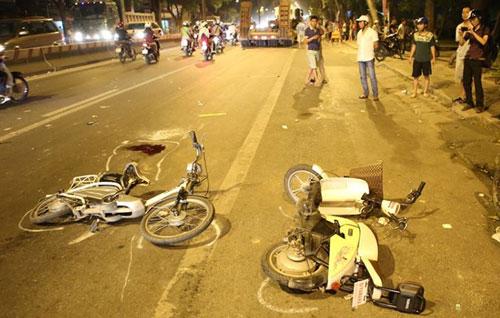 Hiện trường vụ tai nạn trên đường Phạm Văn Đồng khiến 2 nữ sinh thương vong