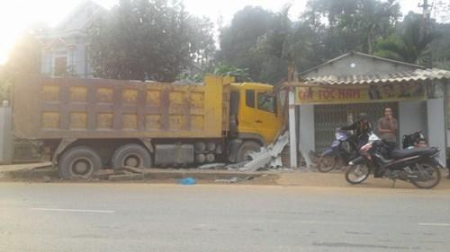 Cơ quan chức năng đang khẩn trương làm rõ nguyên nhân vụ tai nạn giao thông chết người