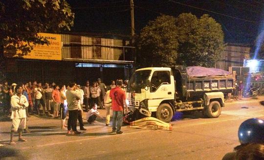 Người nhà nạn nhân gào khóc thảm thiết tại hiện trường vụ tai nạn giao thông