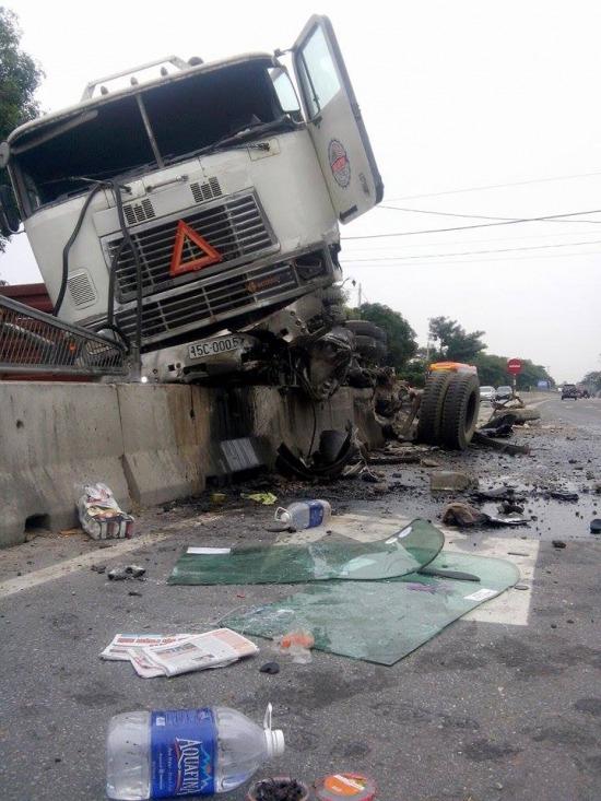 Vụ tai nạn giao thông gây khó khăn cho người tham gia giao thông