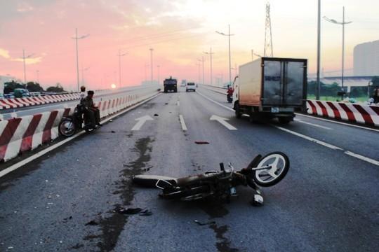Hiện trường vụ tai nạn giao thông khiến anh Nguyễn Em Bé tử vong, người đi cùng nguy kịch