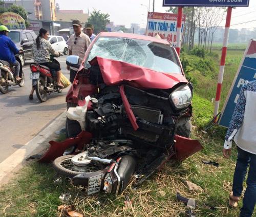 Hiện trường vụ xe KIA Morning gây tai nạn giao thông nghiêm trọng khiến nhiều học sinh nhập viện