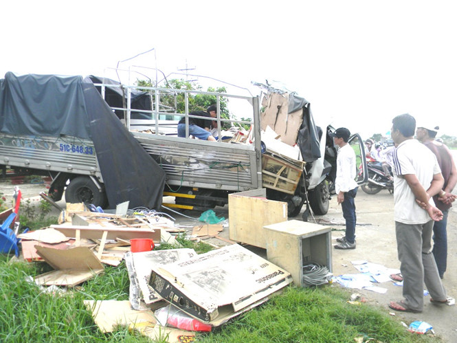Hiện trường vụ tai nạn giao thông thảm khốc khiến 3 người chết, 2 người bị thương ở Bình Thuận