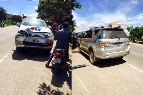 Xe ô tô của VTV bẹp dúm phần đầu tại hiện trường vụ tai nạn giao thông