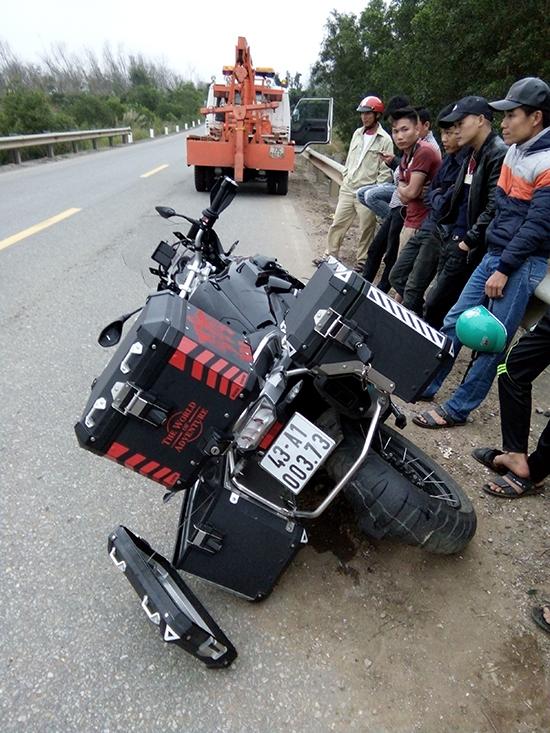 Chiếc mô tô BMW bạc tỷ trong vụ tai nạn giao thông khiến 2 nam thanh niên tử vong