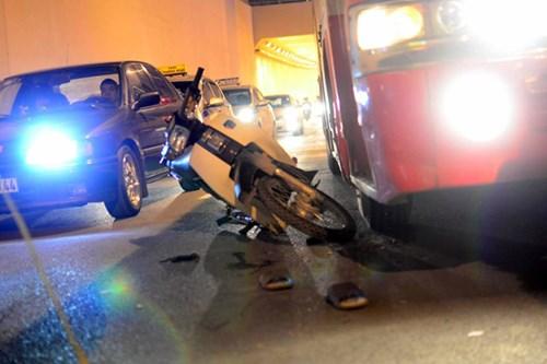 Hiện trường vụ tai nạn giao thông liên hoàn trong hầm chui Thanh Xuân (Hà Nội) tối 23/1