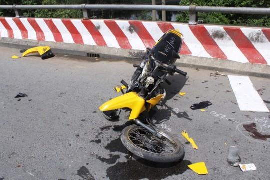 Chiếc xe máy gãy nát sau vụ tai nạn giao thông nghiêm trọng