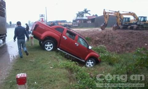 Vụ tai nạn giao thông khiến tài xế xe bán tải bị thương nặng