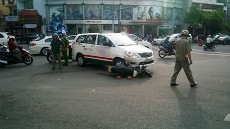 Một số nhân chứng cho biết nguyên nhân dẫn đến vụ tai nạn giao thông là do taxi cố tình vượt đèn đỏ