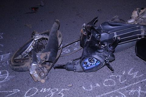 Vụ tai nạn giao thông khiến chiếc xe máy gãy nát, nam thanh niên nhập viện trong tình trạng nguy kịch