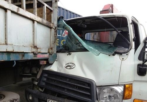 Hiện trường vụ tai nạn giao thông liên hoàn trên Quốc lộ 1
