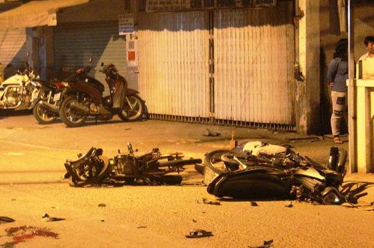Hai xe máy biến dạng sau vụ tai nạn giao thông kinh hoàng