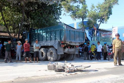 Hiện trường vụ tai nạn giao thông liên hoàn trên đường quốc lộ