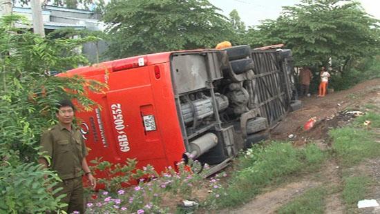Vụ tai nạn giao thông khiến một số hành khách bị thương nhẹ