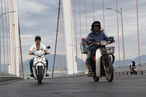 Sau hai vụ tai nạn giao thông thảm khốc, ông Huỳnh Đức Thơ (Chủ tịch UBND TP Đà Nẵng) đã có văn bản chỉ đạo khẩn liên quan đến việc đảm bảo an toàn giao thông (ATGT) trên cầu Thuận Phước