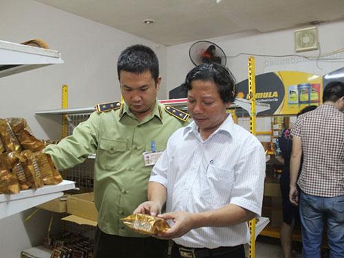 Lực lượng chức năng của TP Hà Nội kiểm tra một cơ sở sản xuất bánh trung thu