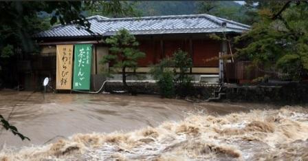 10 người chết, 1 người mất tích và nhiều người bị thương do ảnh hưởng của bão Hạ Long ở Nhật