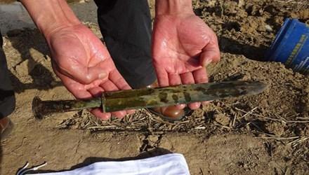 Thanh cổ kiếm 2.000 năm tuổi trong mộ cổ được phát hiện trước đó