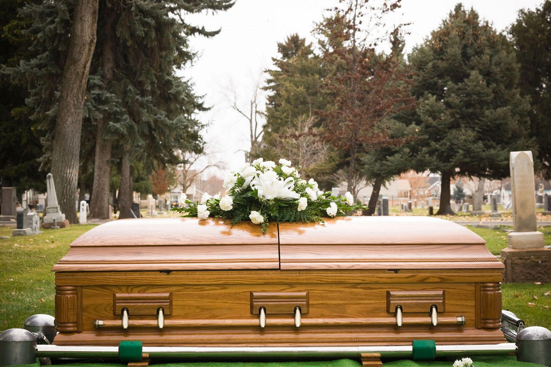 Một cụ bà đã bật nắp quan tài sống dậy sau khi bị kết luận là đã chết trước đó