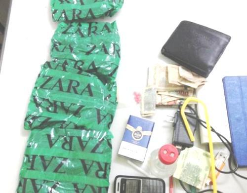 Hiển bị bắt quả tang khi giấu gần 1kg ma túy trong người tại Cảng hàng không Cát Bi (Hải Phòng)
