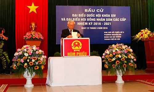 Tổng bí thư Nguyễn Phú Trọng bỏ phiếu tại Phường Nguyễn Du, Hai bà Trung, HN