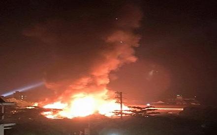 Cháy chợ Bình Sơn (Hương Khê, Hà Tĩnh) khiến nhiều người dân hốt hoảng. (ảnh: FB)
