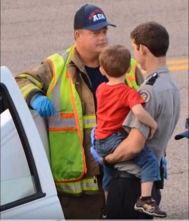 Nguyên nhân cậu bé lái xe ô tô là do người mẹ say rượu đến mức rơi khỏi xe