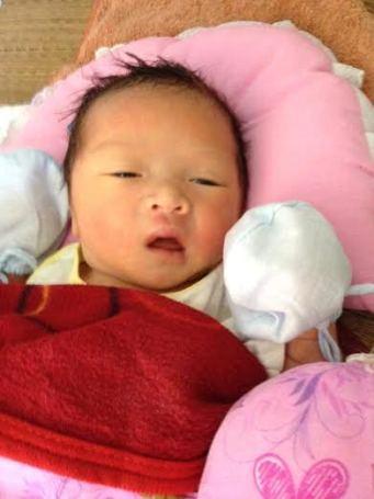 Bé sơ sinh bị bỏ rơi giữa đêm trong tình trạng còn nguyên dây rốn, người dính máu