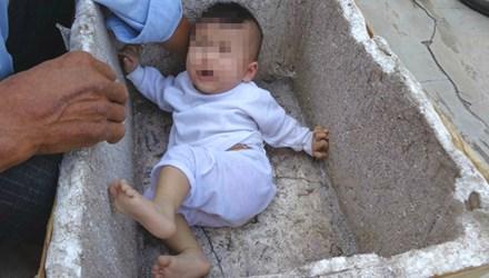 Trước đó, người dân Quảng Nam cũng từng phát hiện một trường hợp trẻ em bị bỏ rơi trong thùng xốp