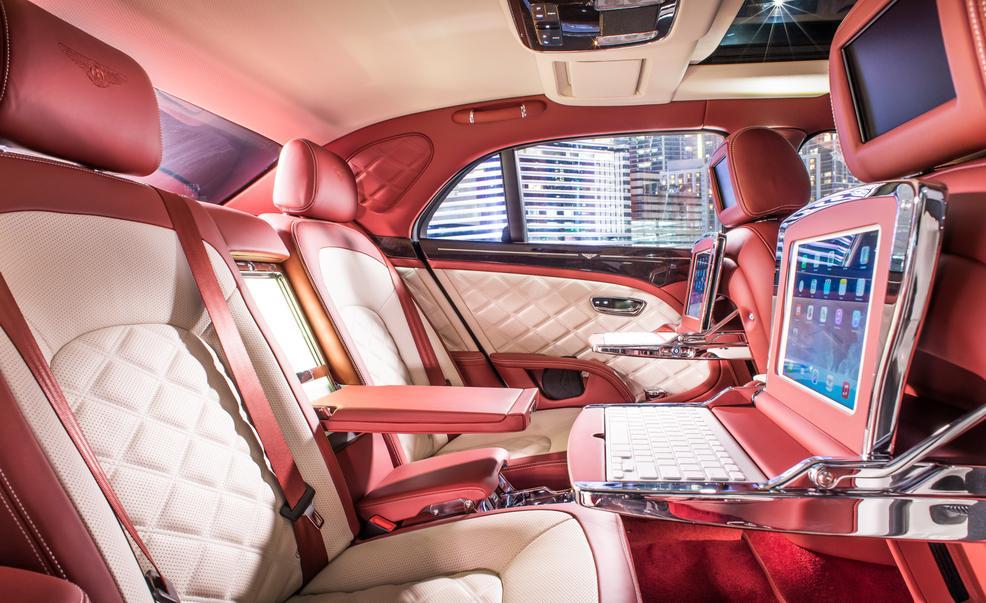 Về giá thành siêu xe 'hàng thửa' này vẫn chưa được đại gia Sài Thành tiết lộ. Tại thị trường Châu Âu Bentley Mulsanne Speed 2016 bản Tiêu chuẩn có giá 408.000 USD (tương đương hơn 10 tỷ). Tuy nhiên, với những trang bị cá nhân hóa siêu xe này có giá thành không hề rẻ.