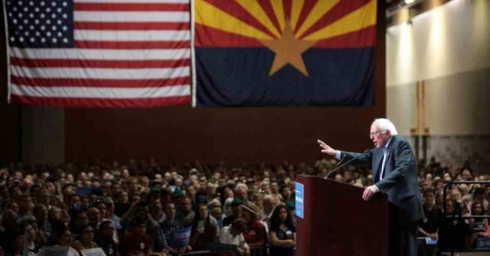 Bernie Sander tại buổi mit tinh ngày 19/3/2016 ở Phoenix, bang Arizona, Mỹ