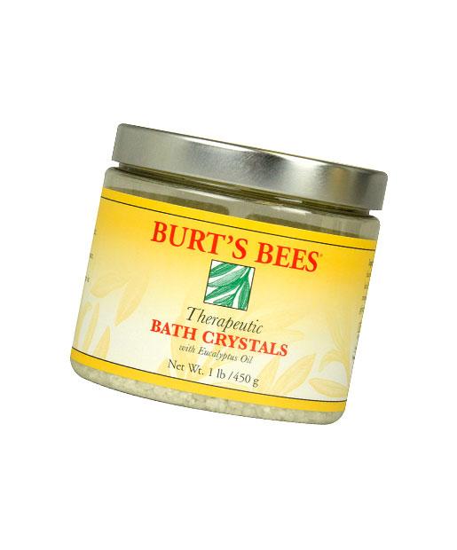 Muối tắm Burt's Bee là dòng mỹ phẩm giá rẻ giúp giảm căng thẳng, xua tan các cơn nhức mỏi