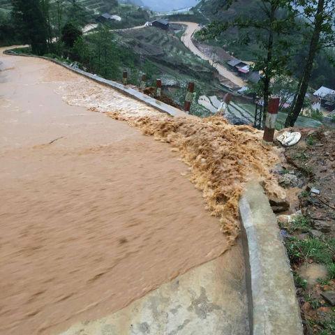 Người dân Lào Cai đang phải gánh chịu đủ loại thiên tai, từ sét đánh, mưa đá đến lũ quét hoành hành