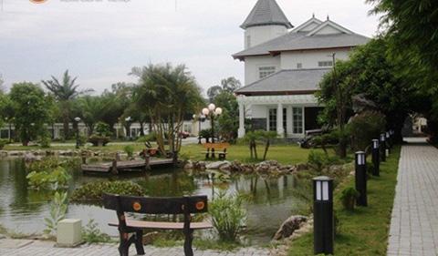 Khuôn viên rộng rãi, lộng lẫy của dinh thự vị đại gia Thanh Hóa. Ảnh Vietnamnet