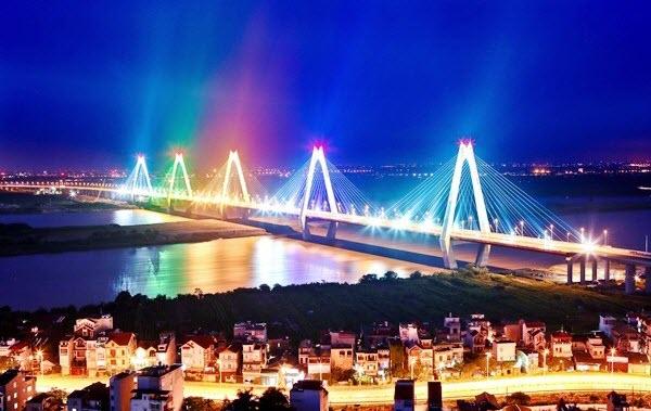 sẽ bắn pháo hoa thường xuyên trên cầu Nhật Tân