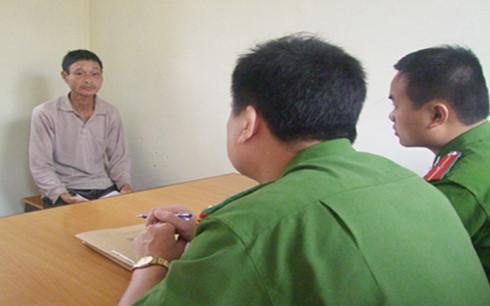 Quá tức giận, Lưu Văn Phong đã chém chết đứa con nghịch tử của mình