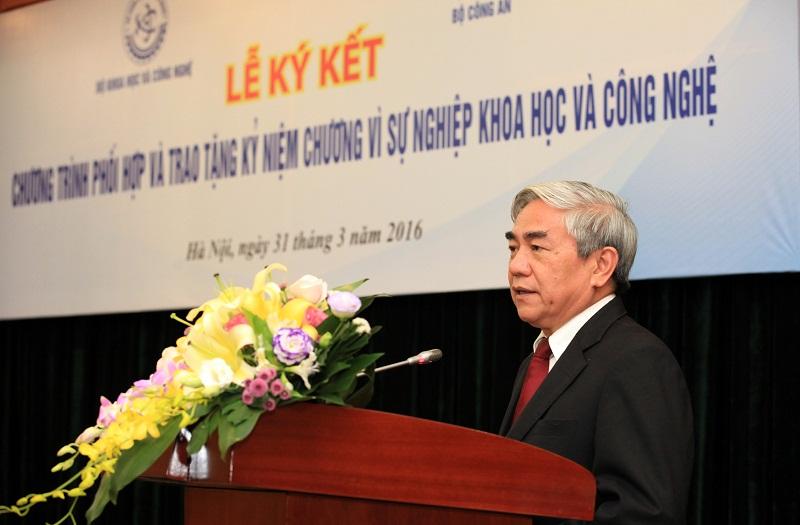 Bộ trưởng Bộ Khoa học và công nghệ Nguyễn Quân