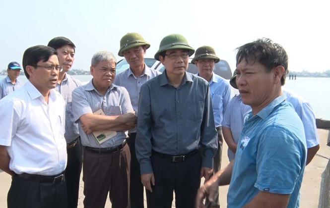 Bộ trưởng Cao Đức Phát nghe dân kiến nghị cứu kế sinh nhai vì cá chết hàng loạt