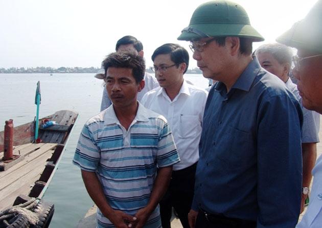 Bộ trưởng Cao Đức Phát khẳng định, hải sản đánh bắt từ 20 hải lý trở ra đều ăn được, người dân không nên lo ngại