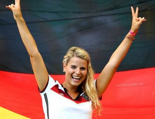 Fan nữ xinh đẹp của Đức