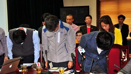 Đại diện công ty Formosa và nhà thầu Samsung cúi đầu tạ lỗi sau vụ sập giàn giáo ở Formosa Hà Tĩnh