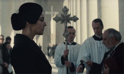 Mối liên hệ giữa Bond và người đẹp Lucia cũng chưa được tiết lộ trong teaser mới nhất của 'Bóng ma'