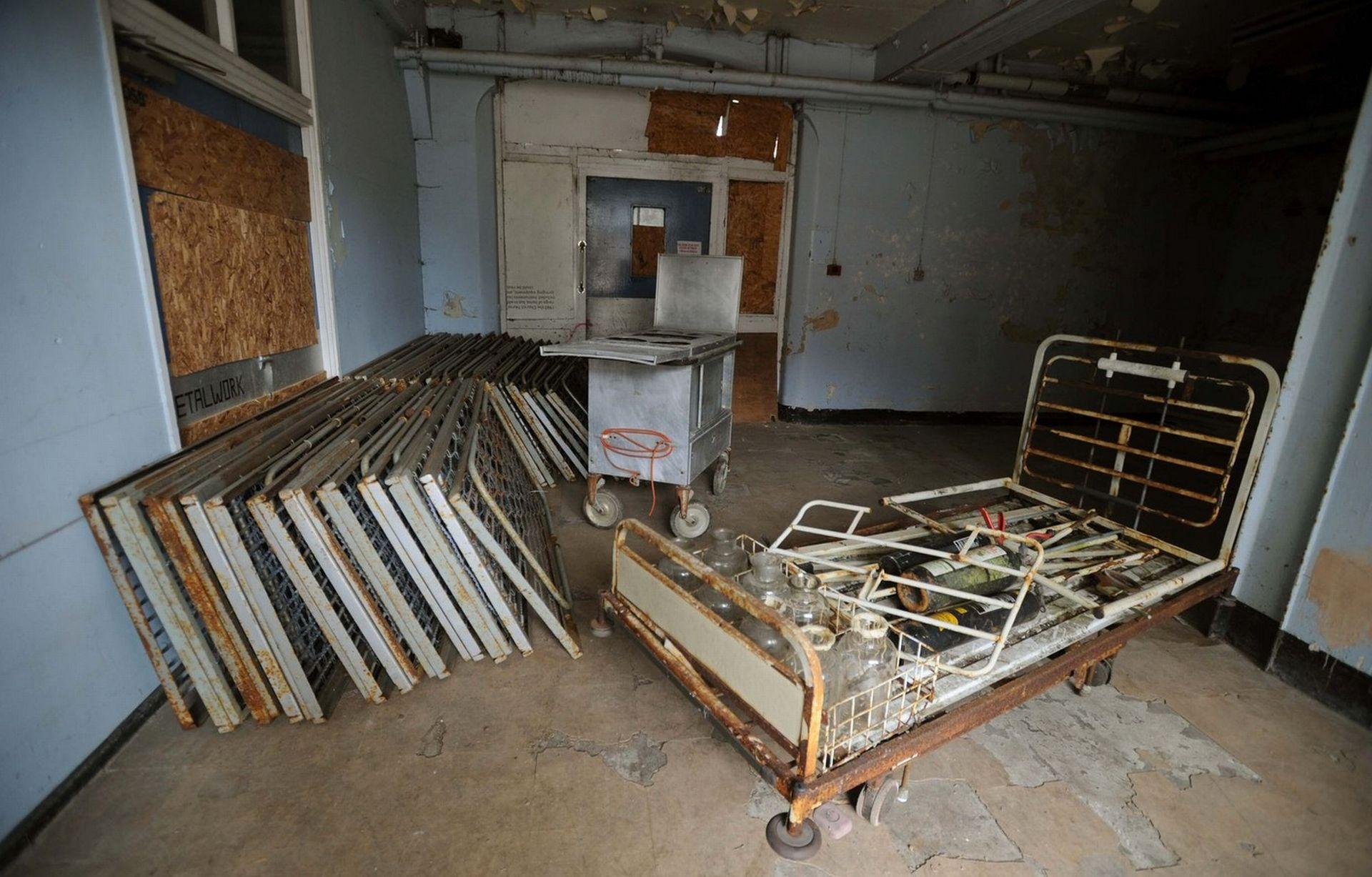 Khung cảnh đổ nát bên trong tòa nhà được cho là có sự xuất hiện của nhiều bóng ma. Ảnh Mirror