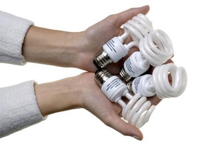 Bóng đèn compact tiết kiệm điện có chứa thủy ngân vô cùng độc hại