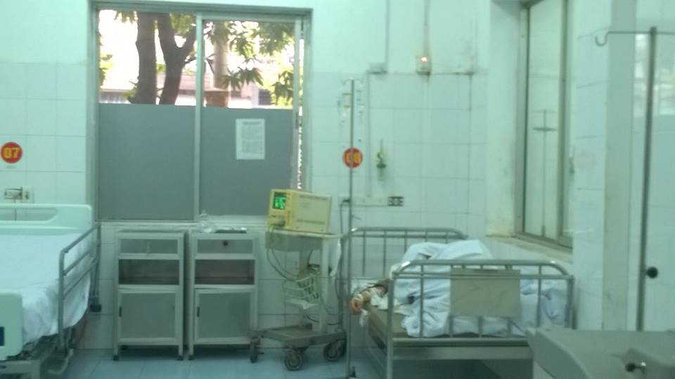 Anh Nguyễn Văn Hương đang được cấp cứu tại Bệnh viện Quân y 7