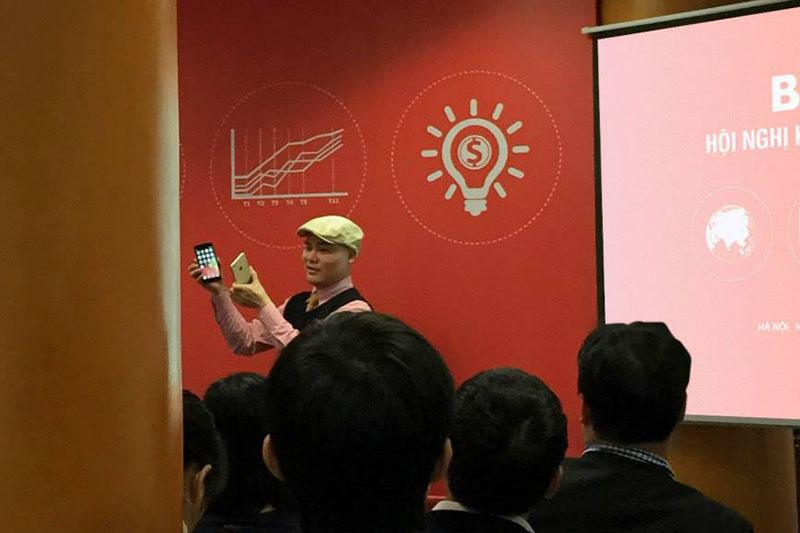 Hình ảnh của CEO Nguyễn Tử Quảng và chiếc BPhone, smartphone hot nhất của Bkav