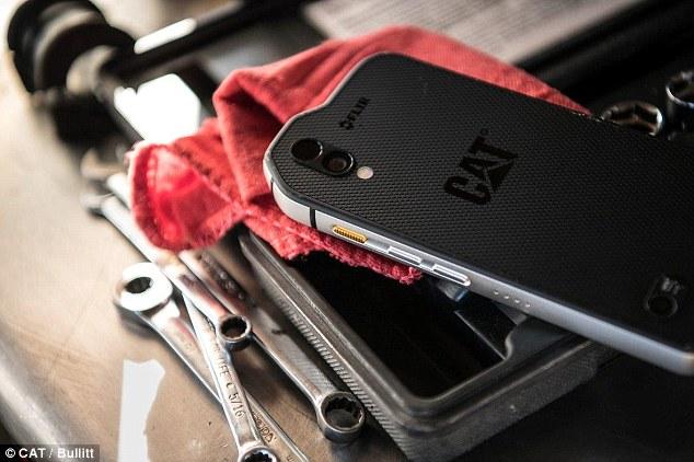 Điện thoại di động đầu tiên trên thế giới có thể ngửi thấy các chất gây ô nhiễm không khí Chiếc điện thoại thông minh gọi là S61 có thể phát hiện sự hiện diện của các hợp chất hữu cơ dễ bay hơi
